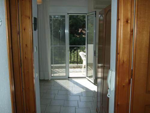 Der Eingangsbereich eines 2-Zimmer-Apartments.