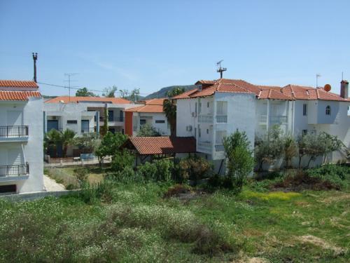 Blick auf das Hinterhaus und den hinteren Garten (vom Haus Badis aus fotografiert).