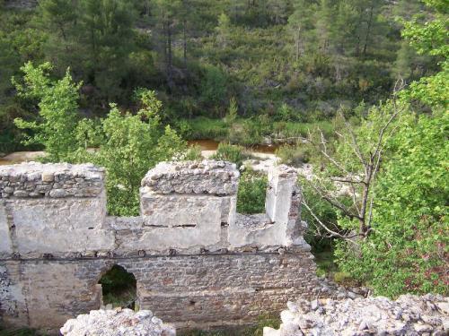 Die Ruinen einer alten Wassermühle in einem Naturschutzgebiet außerhalb von Sarti.