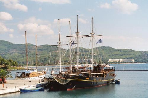Piratenschiffe in Neas Marmaras.