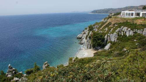 Badebucht auf der Höhe des Dorfes Ayios Nikolaos auf Sithonia (mittlerer Finger).