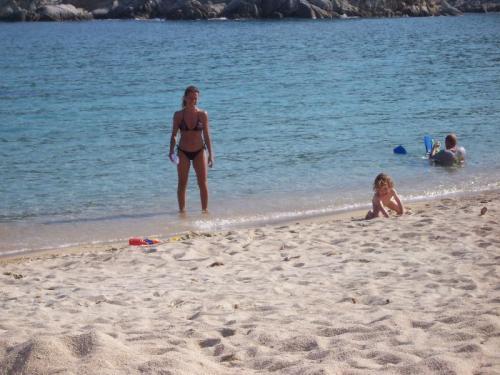 Der Strand von Kalamitsi.