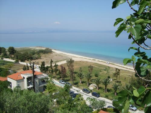 Weiter oben hat man einen fantastischen Blick über die Bucht von Afitos.