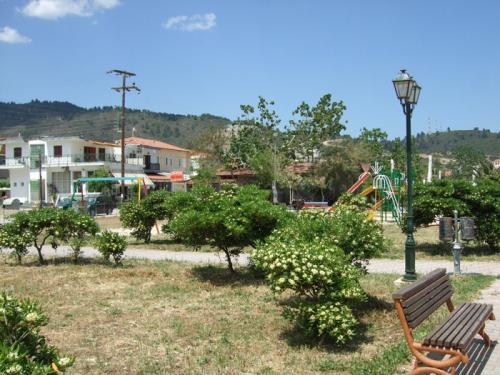 Der öffentliche Spielplatz am Strand.