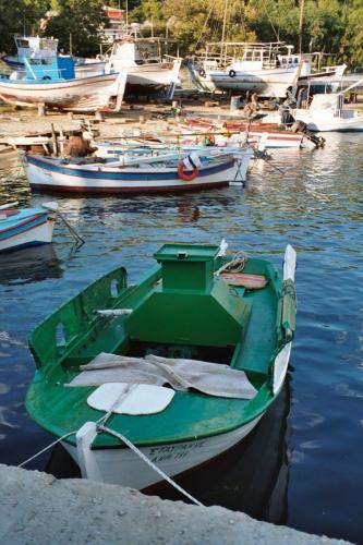 Die kleine Werft von Neas Marmaras.