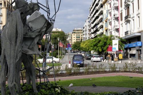 Einer der zahlreichen Kreisverkehre dieser lebendigen Stadt.