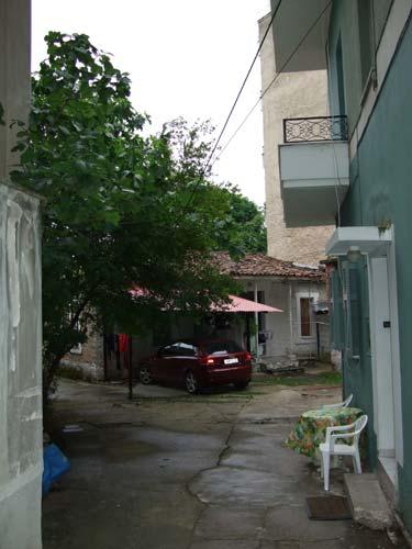 Ein typischer Hinterhof im Stadtzentrum von Ioannina