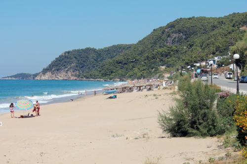 Strand von Loutsa
