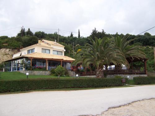 Dank dieser Fischtaverne hier am Hafen ist Lygia auf dem ganzen Epirus bekannt