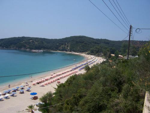 Der rechte Teil des Strandes von Valtos hinter Parga auf dem Epirus