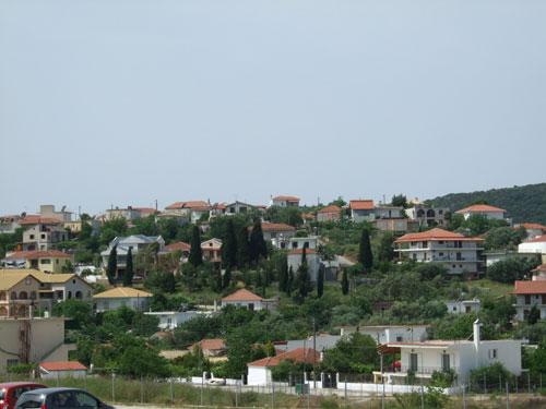 Anblick von Perdika kurz nach der Ortseinfahrt