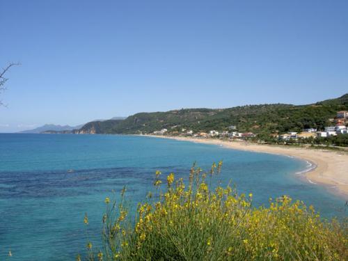 Die Bucht von Loutsa und Vrachos auf dem Epirus (griechisches Festland)
