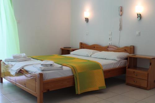 Das Doppelbett eines Familienzimmers