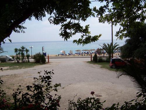 Blick von der Taverne Richtung Strand