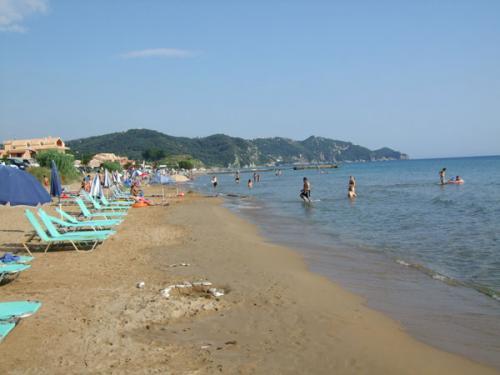 der östliche (sandige) Teil des unendlich langen Strandes von Acharavi