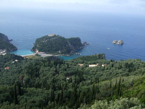 Das berühmte Kloster oberhalb des kleineN Strandes von Paleokastritsa