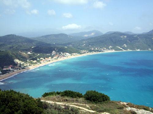 Von Afionas aus hat man einen traumhaften Blick auf die Bucht von Agios Georgios Pagi