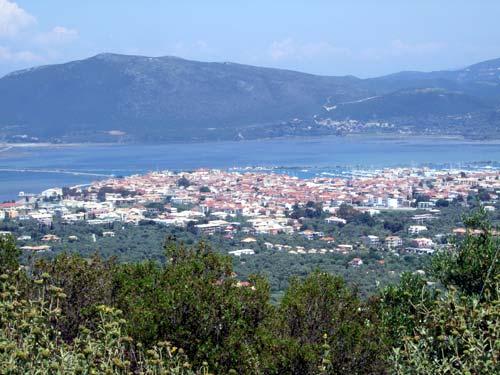 Anblick von Lefkas-Stadt aus Agios Nikitas kommend
