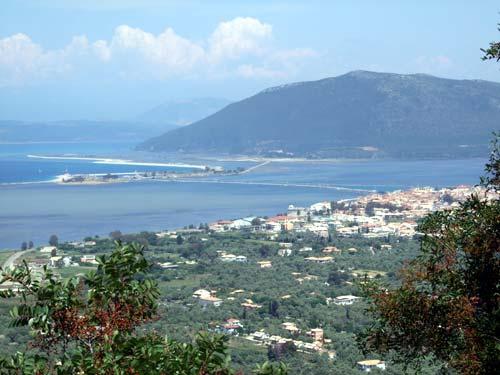 Anblick von Lefkas aus Agios Nikitas kommend