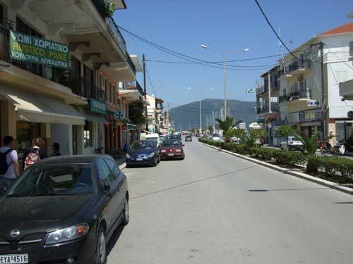 Die zum Yachthafen führende Hauptstraße