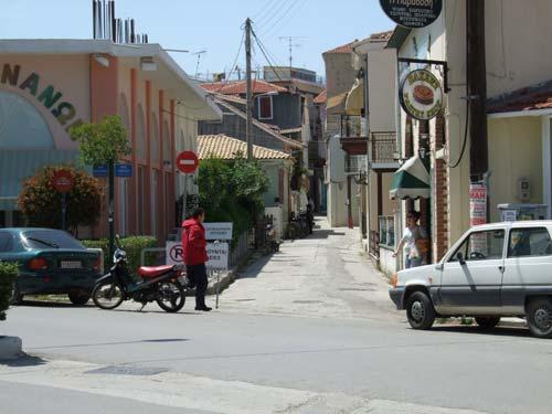 Viele der kleinen Gassen sind für den Straßenverkehr gesperrt. Aber selbstverständlich sind damit nicht die Mopeds gemeint! ;-)
