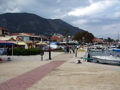 Die Uferpromenade von Nidri