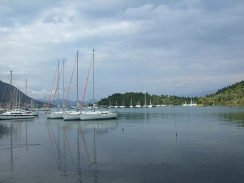 Der Yachthafen am Rande von Nidri