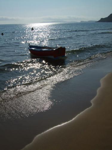 Der Strand von Acharavi im Norden von Korfu