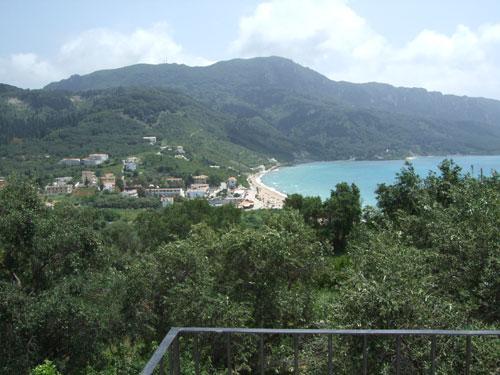 Freier Ausblick II: Auf den linken Rand von Agios Georgios Pagi.