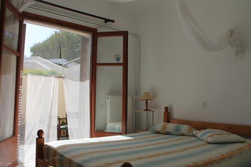 Das eine Schlafzimmer des Apartments II.