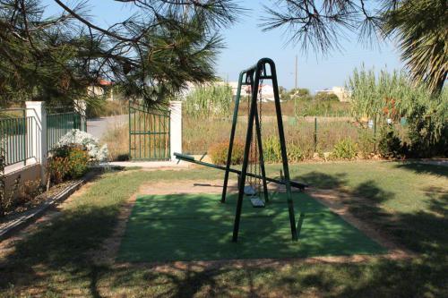 Teil des großen Gartens dieser günstigen Anlage hier in Arillas.