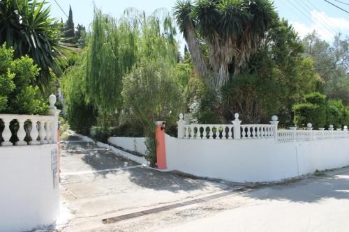Haus Nina-Danai: Einfahrt