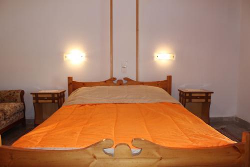 2-Zimmer-Apartment: Das Doppelbett in einem der beiden Schlafzimmer