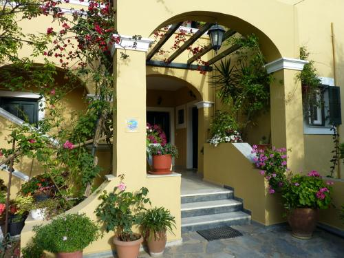 Zugang zur Villa Doris.