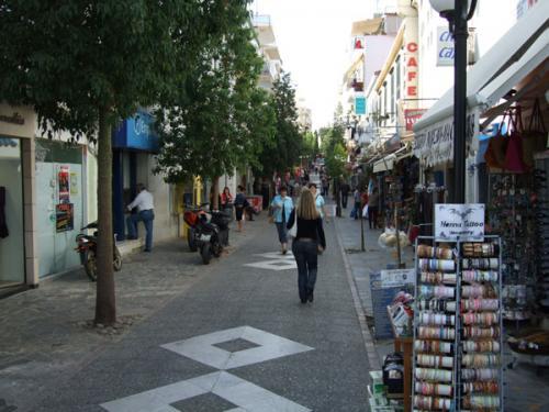 Die Fußgängerpassage von Agios Nikolaos.