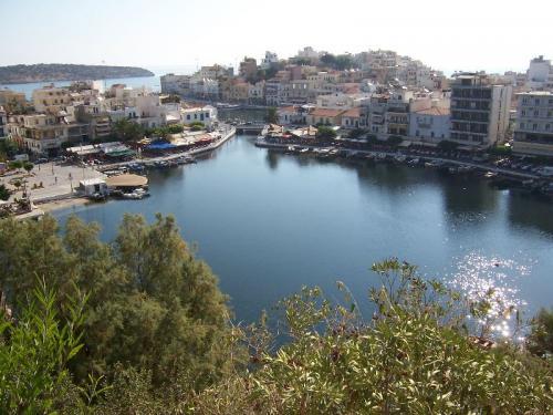 Der kleine Fischerhafen von Agios Nikolaos.
