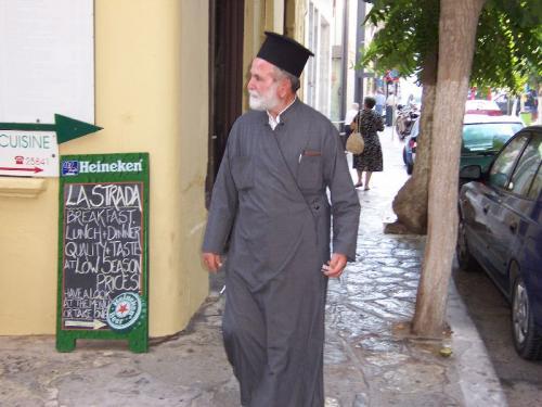 Ein Pope der griechisch-orthodoxen Kirche.