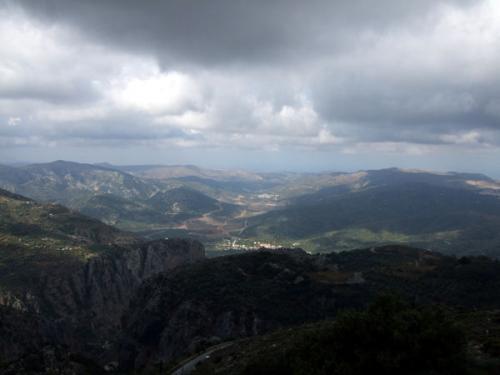 Eine Herausforderung für jede Kamera: Ausblick im Ida-Gebirge.
