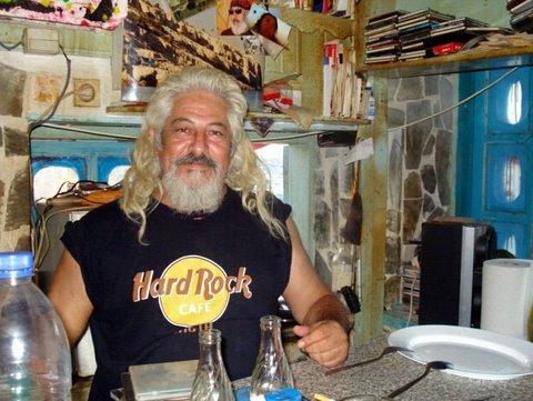 Spiros, der letzte  Hippie des Ortes.