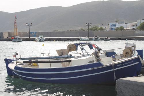 Fischerboot am Hafen.