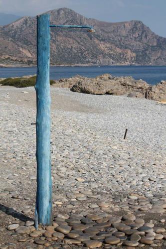 Einsame Dusche am Anidri-Strand.