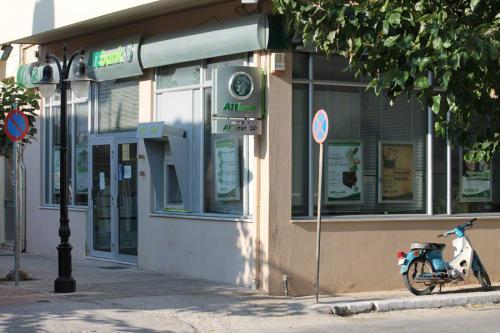 Eine der drei Bankfilialen von Paleochora.
