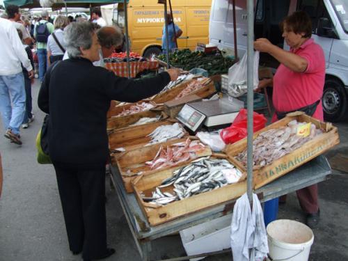 Wochenmarkt am Hafen von Rethymnon.