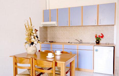 Die Küche eines 2-Zimmer-Apartments im Angelika Aparthotel