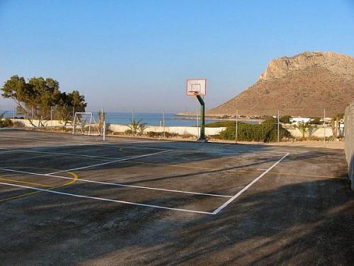 Der einfache Sportplatz des Blue Beach.
