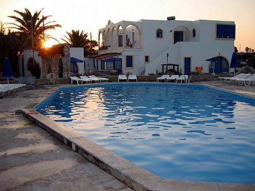 Pool der Blue Beach Apartments auf Akrotiri (Nordküste von Kreta).
