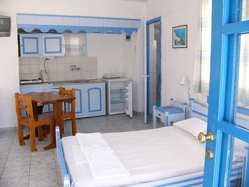 Ansicht eines Studios (kombinierter Wohn-Schlafraum mit Küchenzeile)