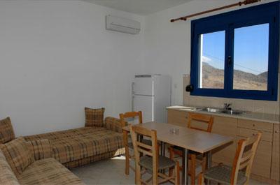 Wohnraum eines 2-Zimmer-Apartments.