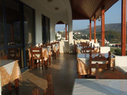 Die Frühstücksterrasse des Hotel Lofos in Plakias.