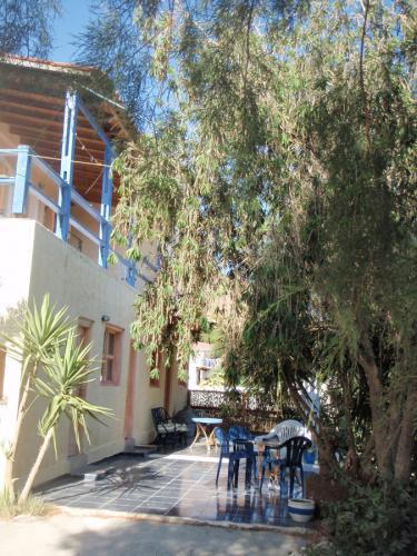 Seitenansicht der Taverne Anatoli.